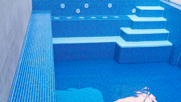 Solución de pérdidas de agua en su piscina